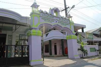 Pesantren Ihyaul Ulum Gilang Babat lamongan