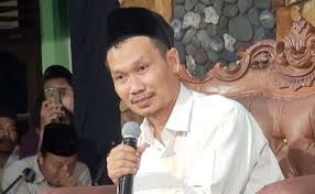 Gus Baha: Tarawih Itu Sunnah, Mencari Nafkah Itu Wajib