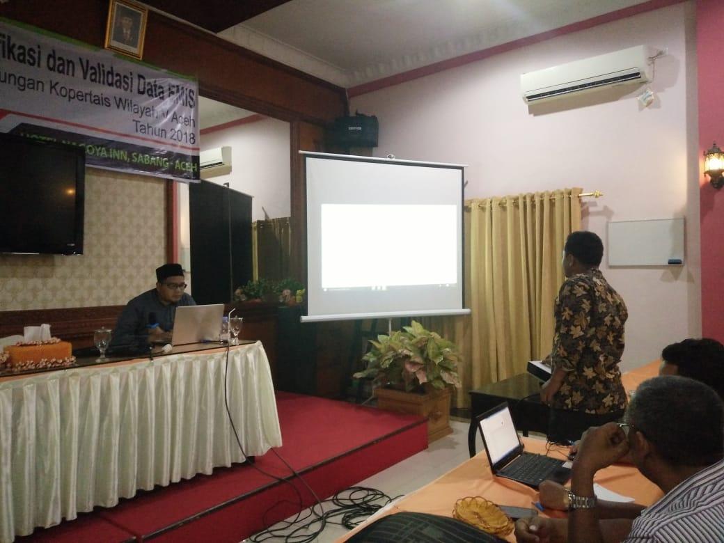 Sosok Operator Data IAI Al-Aziziyah Samalanga Ini Mengisi Workshop PTKIS Kopertais Aceh
