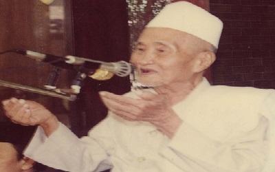 Biografi KH. Jauhari Zawawi