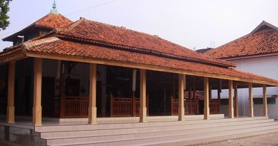 Wisata Religi dan Berdoa di Makam KH Abbas Buntet Cirebon
