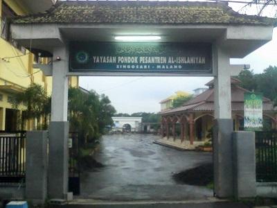 Lintas Ziarah dan Bertawassul di Makam KH Badawi Umar Malang