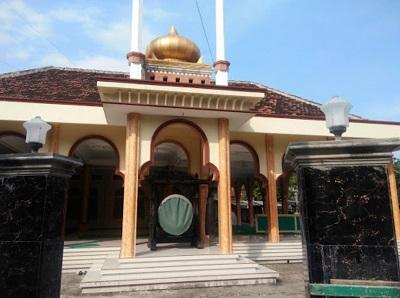 Wisata Ziarah dan Bertawassul di Makam KH Hasan Anwar Gubug