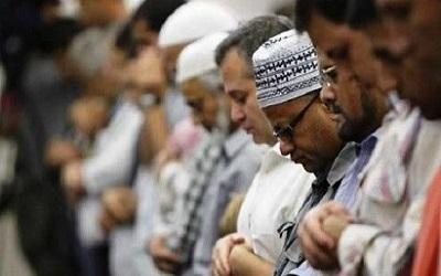 Hukum Membaca Surat Pendek Setelah Fatihah pada Rakaat Ketiga dan Keempat