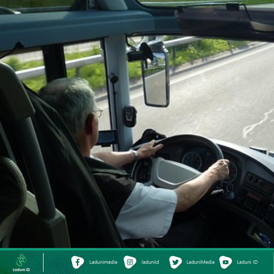 Kisah Taubat Sopir Taksi Online